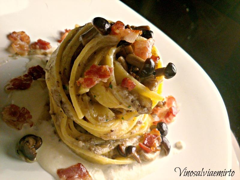 tagliatelle Criminal mind funghi, bacon e salsa al gorgonzola